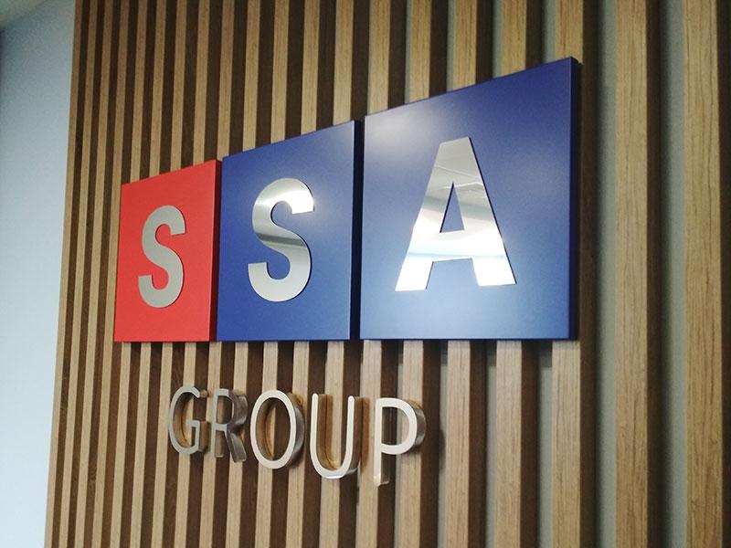 Объемный логотип фирмы SSA в кабинете